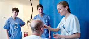 Logopeder på Danderyds Sjukhus AB utbildar sjuksköterskor inom dysfagi.